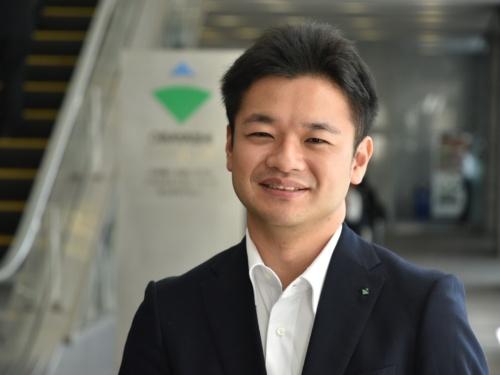 大林組の望月勝紀氏。1986年生まれ。2011年3月に東京理科大学大学院理工学研究科土木工学専攻を修了し、同年4月に大林組入社。13年2月から本社土木本部生産技術本部技術第二部で土工事を担当している。学生時代から技術士(建設/土質および基礎)資格の取得を目指し、わずか入社3年後の14年3月に取得した(写真:日経コンストラクション)