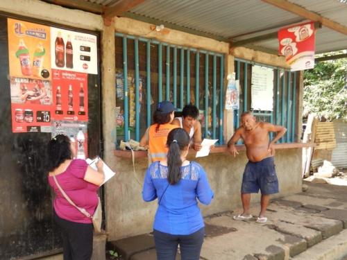 ニカラグアでは1万世帯への訪問インタビューを手掛けた。回答率を上げるために機転を利かせ、地元の有力者に同行してもらった(写真:日本工営)