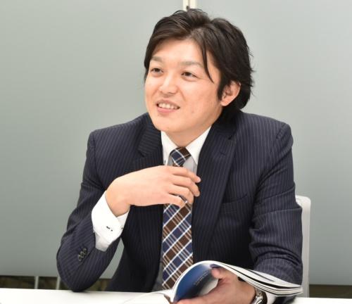 建設コンサルタンツ協会東北支部若手の会の山本佳和氏。1986年生まれ。2008年3月に茨城大学工学部都市システム工学科を卒業し、同年4月に復建技術コンサルタント入社。交通計画部技術一課や技術センターを経て16年4月に道路保全部技術二課へ配属。17年6月から課長補佐。他方で16年7月に若手の会を創設し委員長を務める(写真:日経コンストラクション)
