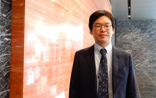 オリエンタルコンサルタンツ関東支社の金野拓朗氏。1987年東京都生まれ。2011年3月に東京大学大学院工学系研究科社会基盤学専攻を修了し、同年4月にオリエンタルコンサルタンツ入社。管理技術者として1年間にプロポーザル3件、総合評価落札方式1件を受注。2018年グッドデザイン賞や2018年土木学会デザイン賞など多数の表彰受賞歴を持つ(写真:三上 美絵)