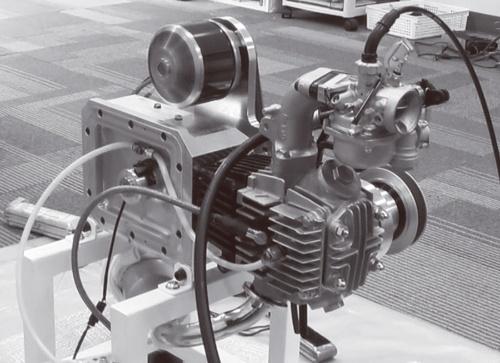 図3 市販の排気量50ccガソリンエンジンの部品を使った単気筒エンジンの試作機