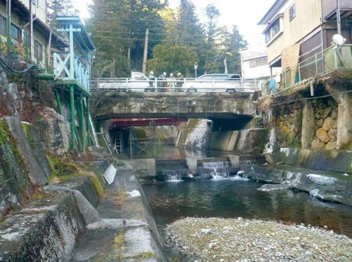 写真1■ 奈良県東吉野村にある市場橋の補修前の様子。大正時代に架設された(写真:東吉野村)