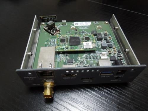 Videon Centralのリアルタイムエンコーダー装置「EdgeCaster 4K」の内部。クアルコム製のスマホ用チップセットを採用することなどでコストを下げた(写真:日経 xTECH)