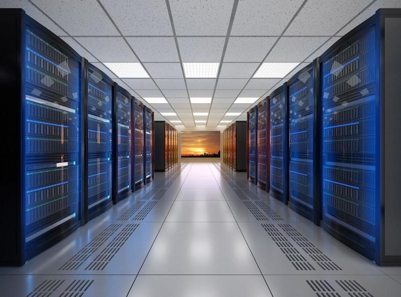 クラウドストレージサービスの提供業者は、データセンターでストレージやファイルを安全に管理している。写真はデータセンターのイメージ (出所:123RF)