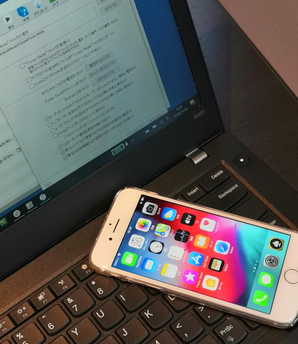 スマホやタブレットなどのモバイルデバイスは、さまざまな場面でクラウドストレージを利用している (撮影:竹内亮介)