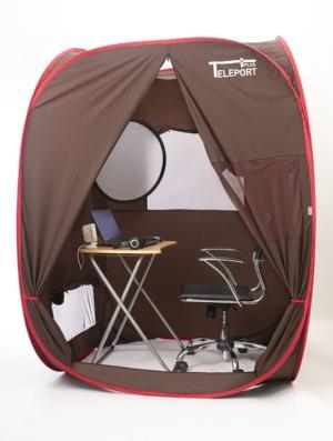 小型のテーブルと椅子を設置すれば、仕事に集中できる作業スペースが出来上がる