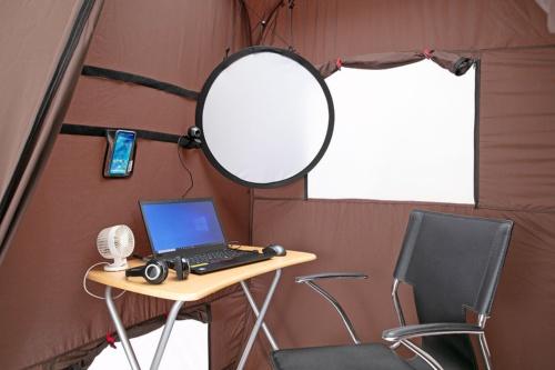 ノートPCやスマホなどを配置して仕事環境を整えてみた