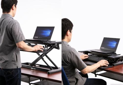 高さを変えられるPCデスクとPCスタンドを使うことで、長時間の座りっぱなしを防止できる