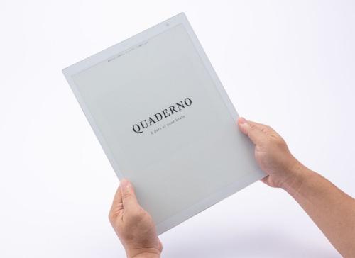 E Inkディスプレーを搭載。モノクロ表示で、紙に印刷したようにクッキリとしたコントラストで表示できる