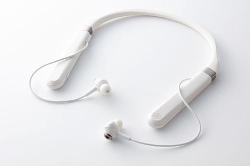 ヤマハ初のアクティブノイズキャンセリング機能搭載ワイヤレスイヤホン「EP-E70A」。9月30日発売で想定売価は2万9800円前後。黒と白の2色がある