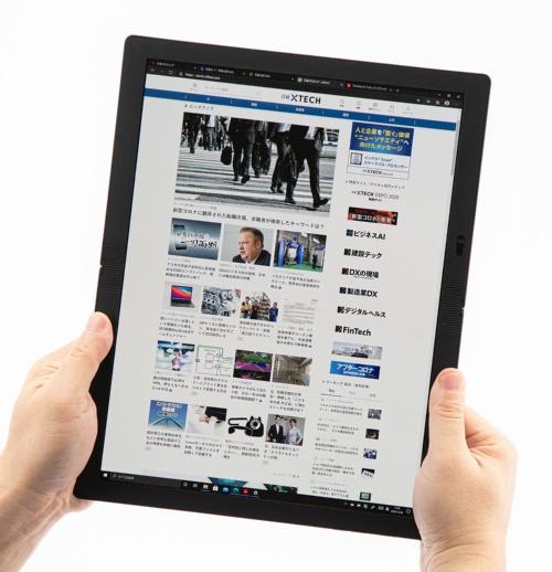 ディスプレーを広げると、画面サイズが大きいWindowsタブレットとして使える。縦向きにするとWebサイトやPDFファイルの閲覧に便利だ