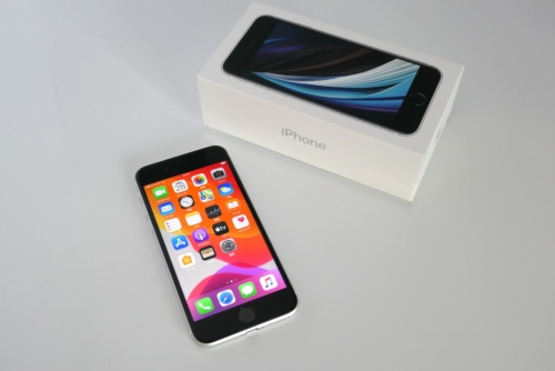 米Appleが2020年春に発売したiPhone SE(第2世代)