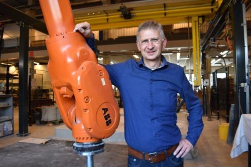アイントホーフェン工科大学のテオ・サレット教授(写真:日経 xTECH)