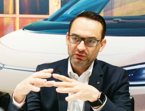 図2 VWでソフトウエア部門の責任者を務めるChristian Senger氏
