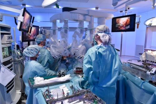 手術支援ロボットを使った手術の様子
