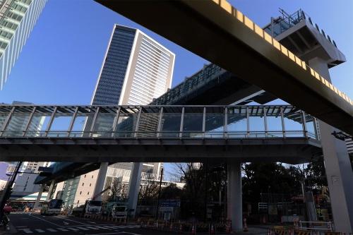 JR浜松町駅側から、建設中の東京ポートシティ竹芝(写真奥)を望む。20年2月撮影(写真:日経アーキテクチュア)