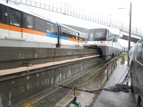 写真2■ 東京モノレールの軌道桁。重量の低減や製作精度の向上が見込めるUFCを適用することで、最大40mの長さの軌道桁を構築した(写真:大成建設)