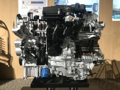 図1 新型フィットの2モーターハイブリッドシステム「e:HEV」のカットモデル