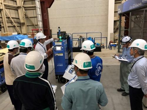 清水建設が揚重・搬送専門会社向けに実施した搬送ロボットの講習会の様子(写真:清水建設)