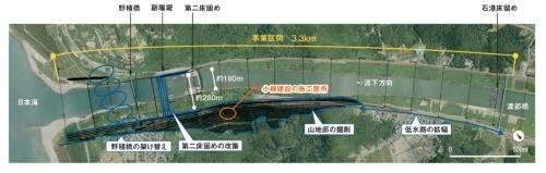 大河津分水路事業では河口部3.3kmにわたり流下断面を拡幅する。総事業費が1200億円のプロジェクトだ。小柳建設の施工箇所は、左岸側の山地の一角。5万m3の土砂を掘削して搬出する(資料:国土交通省)