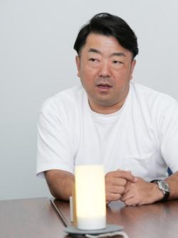鈴木健一郎氏