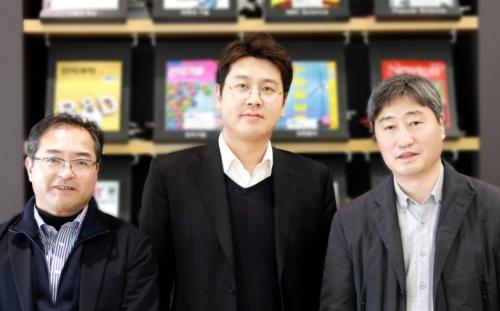 全固体電池の技術開発に関わったサムスン電子グループの技術者。左から、サムスン日本研究所プリンシパルエンジニアの相原雄一氏、サムスン電子総合技術院(SAIT)プリンシパルリサーチャーのイ・ヨンゴン(Yonggun Lee)氏、SAITマスターのイム・ドンミン(Dongmin Im)氏。3氏は、Nature Energy誌に掲載された論文の責任著者(Corresponding Author)である。(出所:サムスン電子)