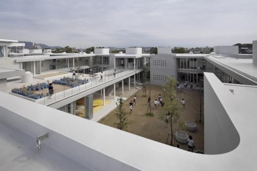 熊本県に2011年に完成した「宇土市立宇土小学校」(写真:吉田 誠)