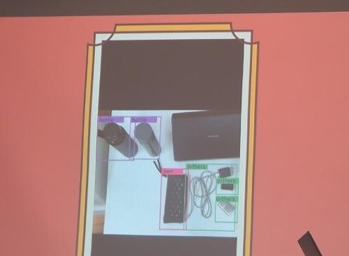 落とし物入れに届いた物品を自動で検出・分類し、校内SNSに自動で投稿
