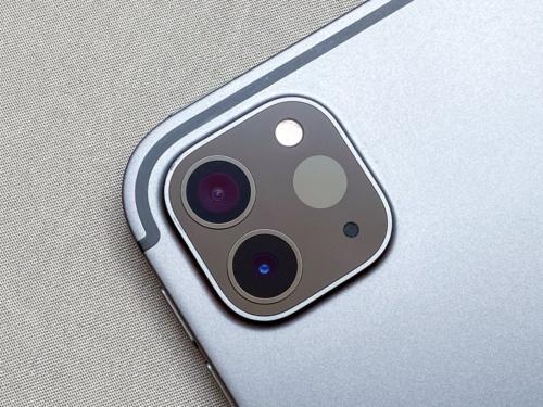 写真3●広角+超広角のデュアルカメラとLiDARスキャナーを搭載