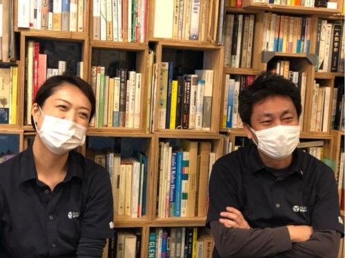 図1:ファブラボ品川ディレクターの林園子氏(左)とファウンダーの濱中直樹氏(右)