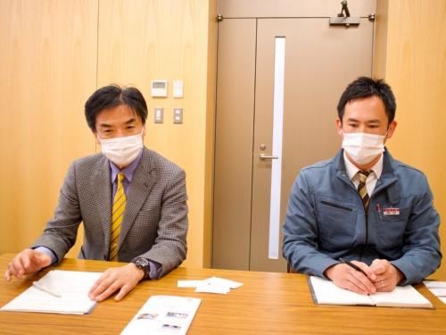 図2 専攻科 専門科目統括者の鈴木直樹氏(左)と庶務統括者の西村亮氏(右)
