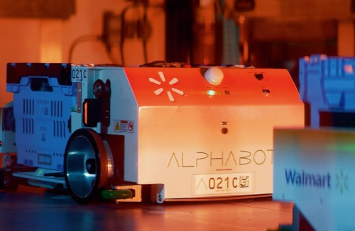 (a)AlphabotのAGVの外観