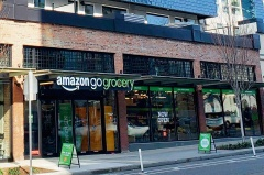 (a)Amazon Go Groceryの外観