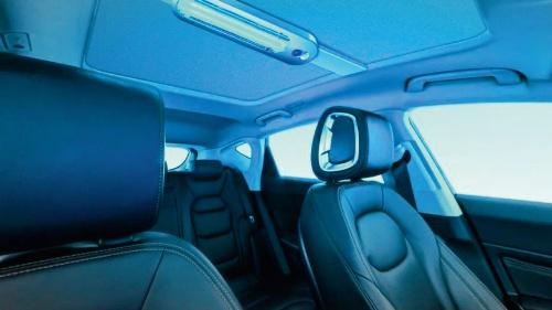 (b)車内に搭載された紫外線ランプ