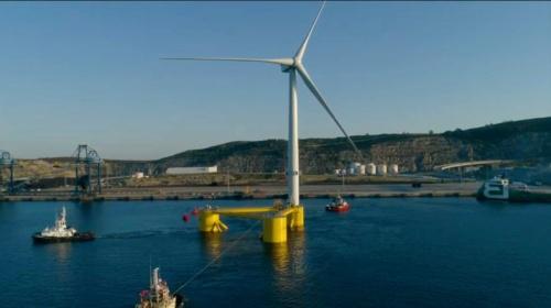 (b)港から沖まで曳航する様子(Principle Power)