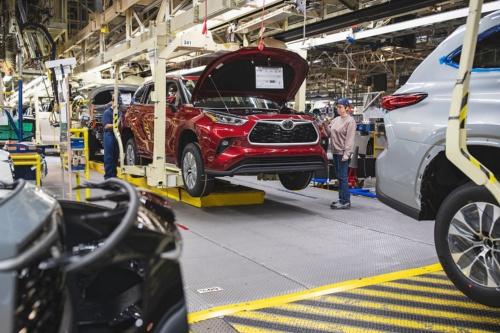 トヨタ自動車の車両生産風景