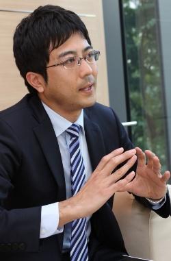 田代 雅明(たしろ・まさあき)。東京工業大学大学院社会理工学研究科社会工学専攻修了後、ドリームインキュベータ(DI)に入社。入社後は10年以上にわたり、自動車、通信、IT(情報技術)、エレクトロニクス、商社などの業界において、成長戦略立案や、業界を横断した新規事業・新組織の立ち上げに従事。2020年3月から同社執行役員。(撮影:日経クロステック、2019年2月)