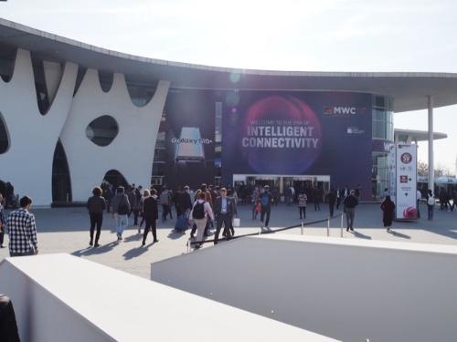 今年(2020年)のモバイル業界最大級の展示会「MWC20バルセロナ」は中止の憂き目に遭った。写真は19年に開催された会場の様子(撮影:日経クロステック)