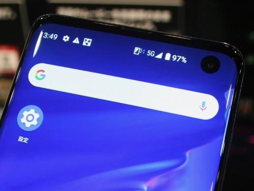 携帯4社は5Gのピクト表示の方針に合意している。4G周波数帯を5Gに転用した場合、どの程度速度が出るのか。利用者保護が求められる。(撮影:日経クロステック)
