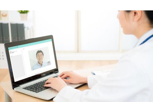 カラダメディカはオンライン診療システムの提供に力を入れる