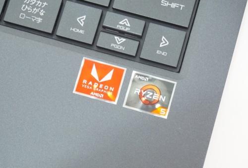 AMDのCPUを搭載するパソコンには、ブランドネームの入ったシールが貼られている