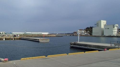 茨城港日立港区の波除堤。茨城県は会計検査院の指摘後、上部コンクリートの下側に新たなコンクリートを打設した(写真:茨城県)