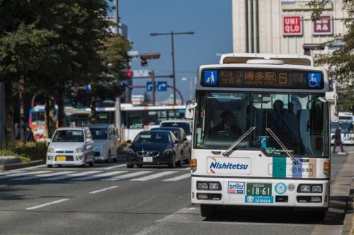 西日本鉄道は福岡市中心部を運行するバス車内の混雑状況を配信するサービスを始めた
