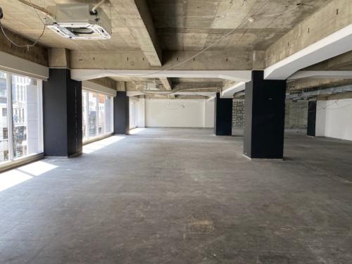 スケルトンの状態のリノベる新オフィス(写真:リノベる)