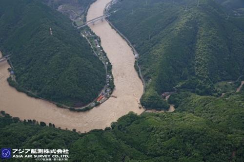 球磨川に架かる深水橋が落橋した地点(写真:アジア航測・朝日航洋)