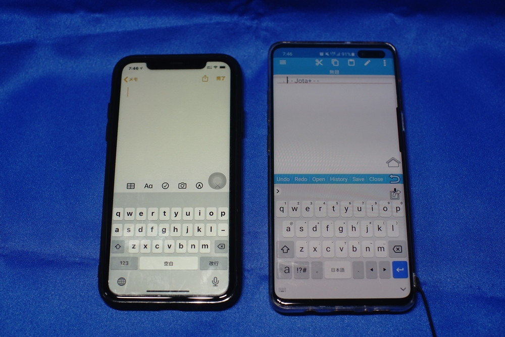 iPhoneやAndroidスマホのソフトキーボード。左がiPhone 11のもの、右はGalaxy S10のもの