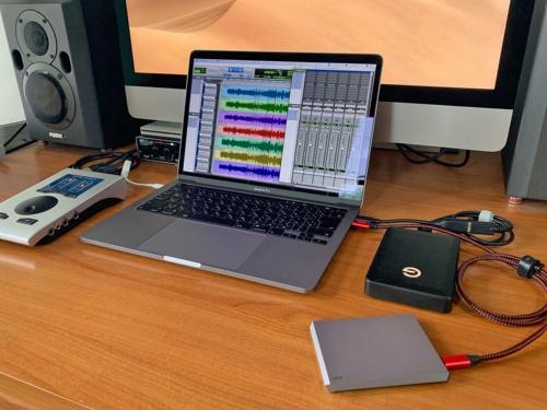 ハイレゾ音源を準備して、SSD対HDDの音質比較を実施。果たして軍配はどちらに?
