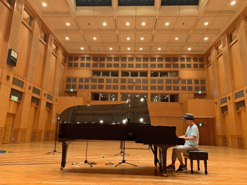 筆者自身で録音した、ピアノソロ、バイオリンとピアノのデュオ、クラシックギターなどの演奏による192kHz/24ビット音源を使用して比較した