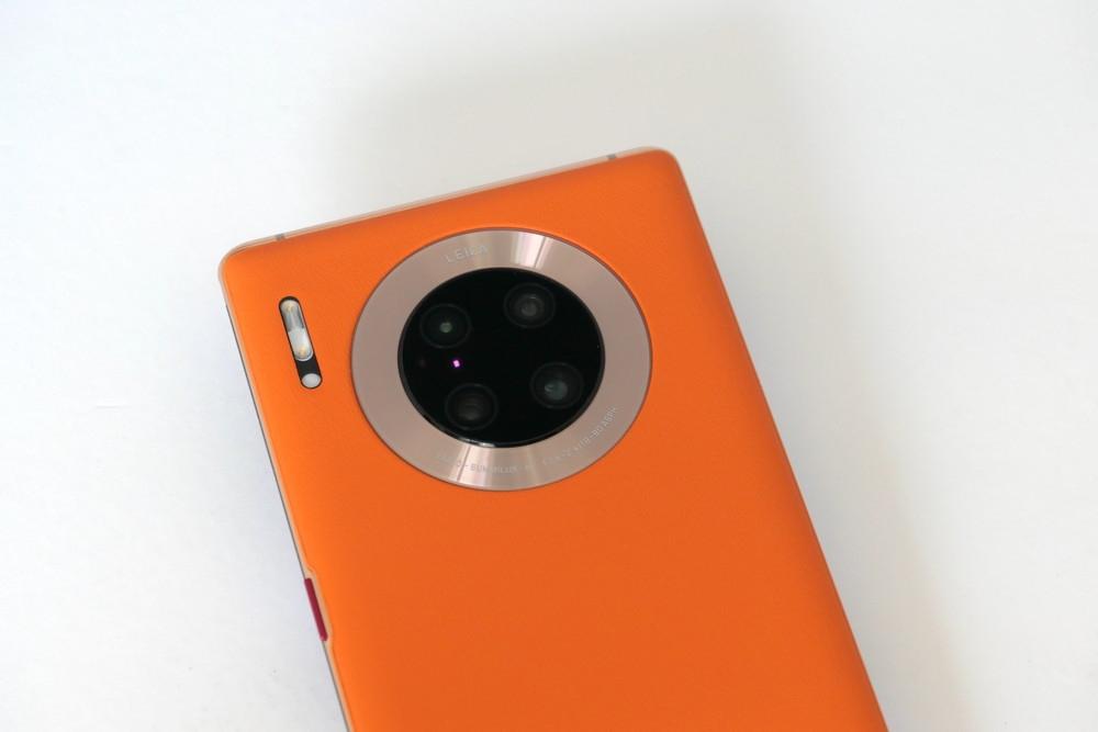 ライカ監修の4眼カメラは広角(約4000万画素)+超広角(約4000万画素)+望遠(約800万画素)+3D被写界深度カメラという構成