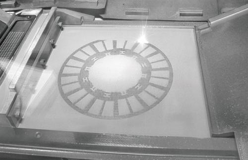 図2 造形エリアにおいて粉末材料を溶融・結合させている様子